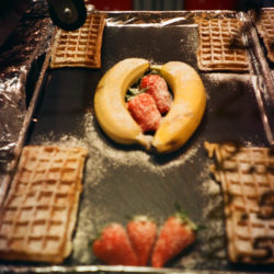Bananas hugging strawberries - LOMOGRAPHIE auf der Passauer Maidult 2015